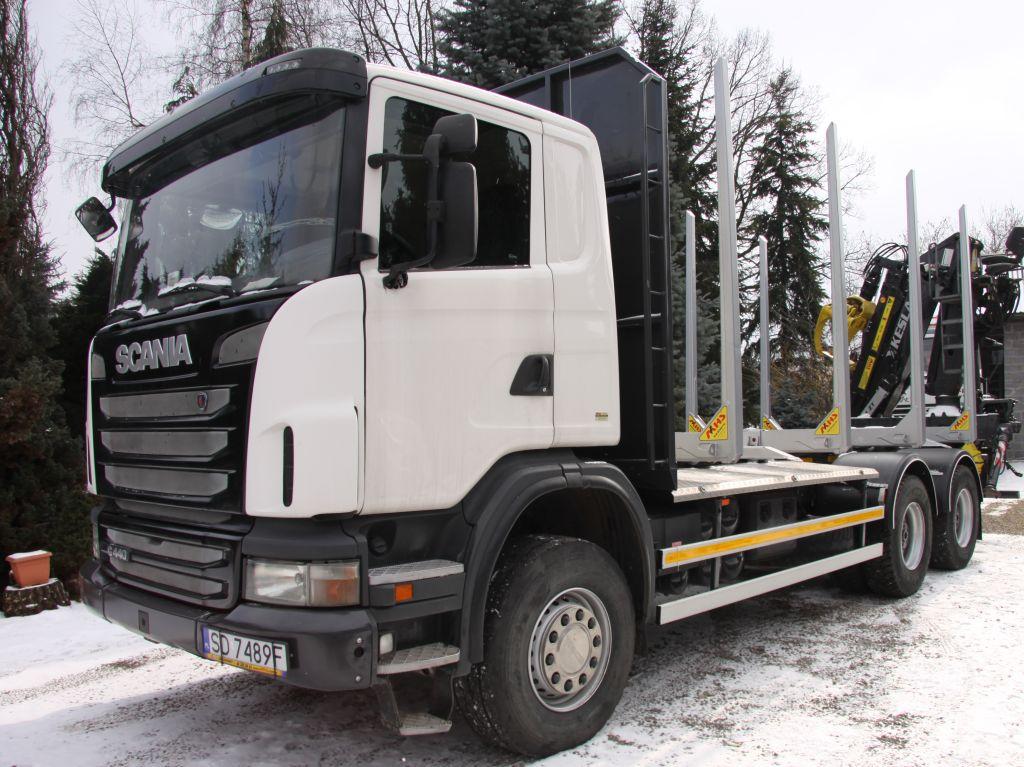2 3 - SCANIA G440 6x4 Dźwig KESLA 2111 ZT w zabudowie firmy MHS – zestaw do przewozu drewna