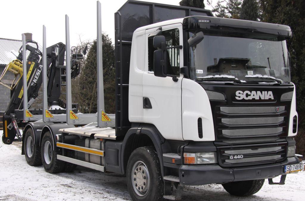 SCANIA G440 6×4 Dźwig KESLA 2111 ZT w zabudowie firmy MHS – zestaw do przewozu drewna